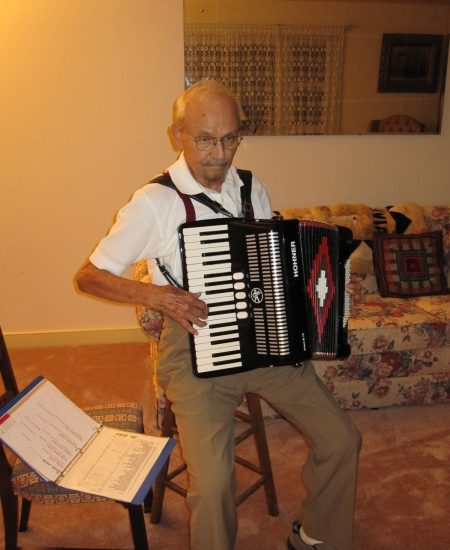 <p>Al Elko playing the accordion>