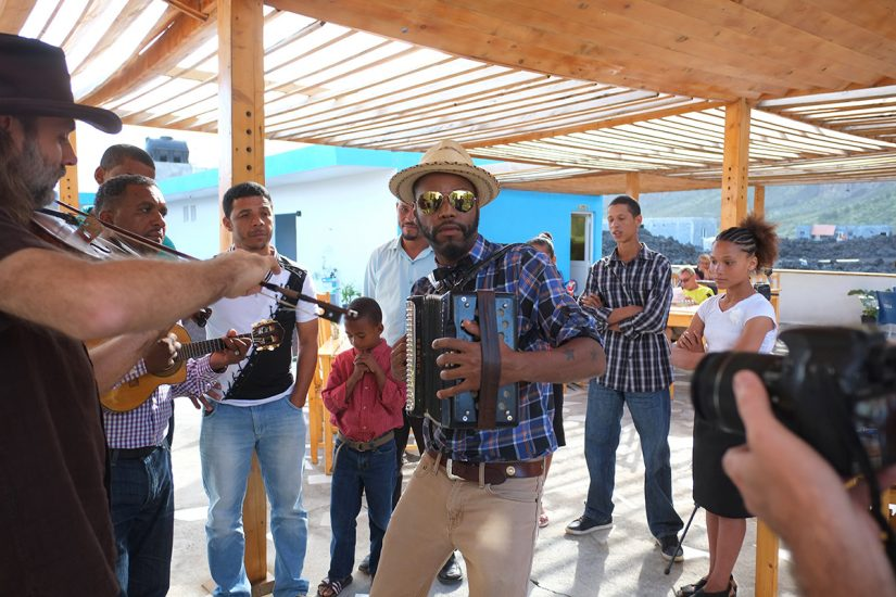Cedric Watson jams with members of the Montrond family and Zerui Depina in Chã das Calderas, Fogo, Cabo Verde. Photo by Pat Jarrett.